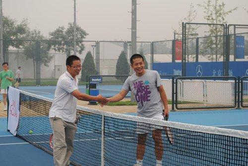 中网媒体挑战赛打响 各路网球记者炫高超球技