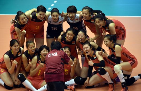 两年后再胜美国队 中国女排传帮带精神回来了
