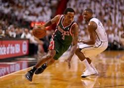 詹宁斯10天短合同签约雄鹿 55分先生重返NBA