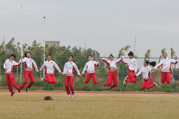 朝气蓬勃的聋人女足姑娘们