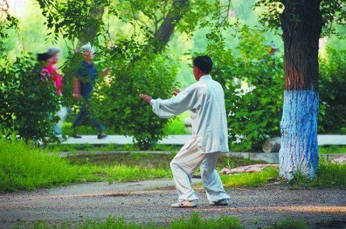 七旬老人晨跑5公里中暑致脑溢血 曾是体育教师