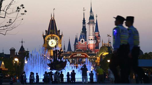 上海迪士尼乐园营业第一年游客超1100万 远超预期