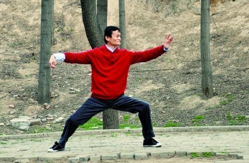 王健林保镖成群 为何马云却只有一人?