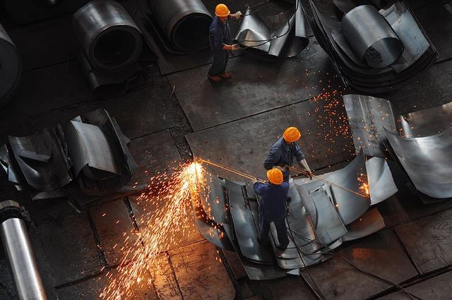 特朗普责令调查钢铁进口 美国钢铁股大涨