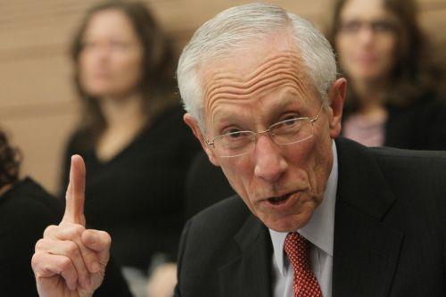 美联储副主席:仍预计今年加息三次 不担心股市动荡
