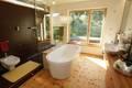 和阳光来个约会 巧用窗户打造明媚浴室
