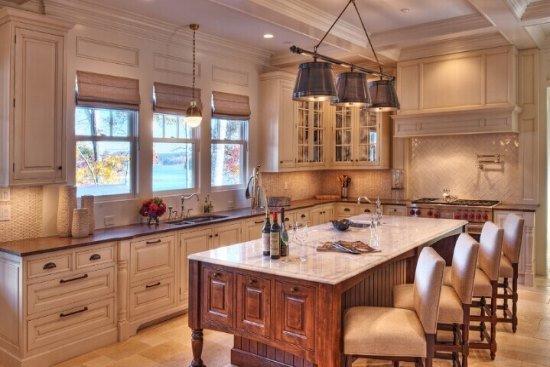 斜顶阁楼吊顶效果图大全五 宽敞至极的厨房空间,蕴含多个操作区域,并