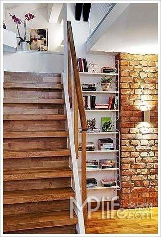 小户型阁楼装修图片:楼梯