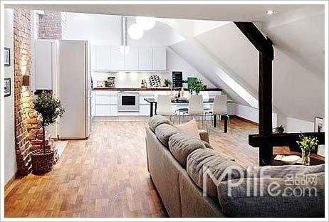 复式房子装修效果图:客厅看厨房-复式阁楼房装修样板 65平小面积公