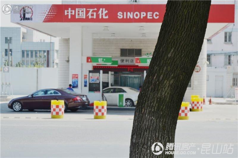 荣记玖珑湾中国石化加油站