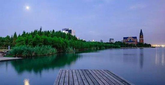 府藏风景中,家居双湖间