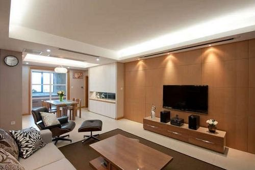茶几和电视柜,简单大方的原木电视背景墙-85平米原木色小三居装修