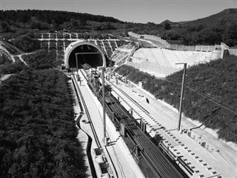 京沈高铁辽西隧道正式铺轨