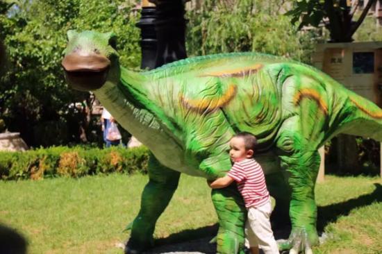 纷暑期速来领略恐龙争霸的奇幻冒险