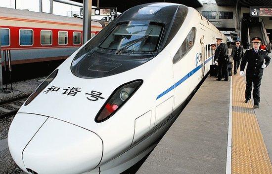 京沈高铁辽宁段昨日完成轨道板铺设