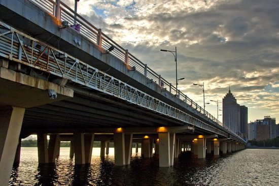 东塔跨河桥开浇桥面明年下半年竣工