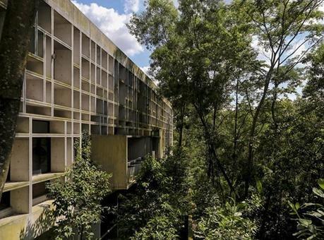 前所未聞的混凝土豪宅 酷夏的絕佳住所