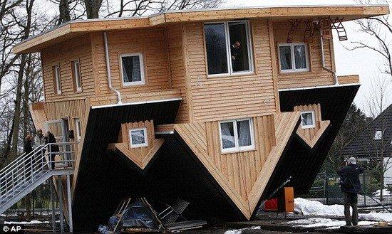 德国房屋 倒立 令人感受时空颠倒 组图