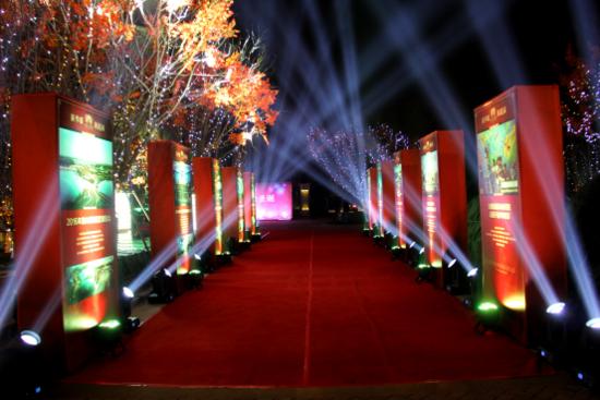各界名流聚首国花园 共鉴圣诞亮灯盛典