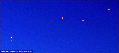 神秘UFO在伦敦列队飞行 野营者拍下照片(图)