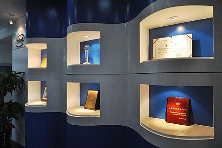 荣誉墙 荣誉证书照片墙 学校荣誉墙3d效果图 高清图片