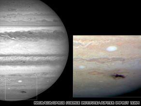 """哈勃望远镜拍下木星被撞后留下的""""黑斑"""""""