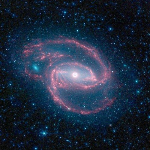 神秘黑洞潜伏眼状星系 毗邻恒星暴风诞生区