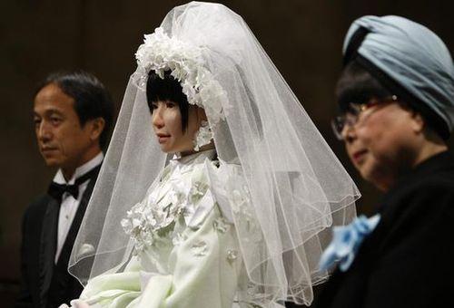 《时代》周刊解读日本热衷研发机器人原因