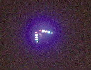 重庆上空再现UFO 悬停半小时引数百人围观