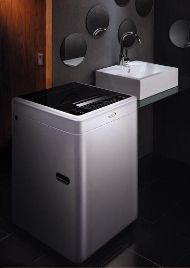 新一代炫力波洗衣机所搭载的独特防缠波盘,高于一般波轮的中轴,可以