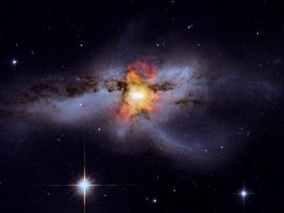 钱德拉望远镜拍摄到一对黑洞正在合并(图)
