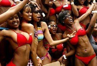 南非300女郎穿比基尼游街创吉尼斯纪录(图)