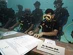 水下开内阁会议签环保决议