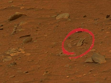 火星上发现疑似机械残片 疑为外星人遗留(图)