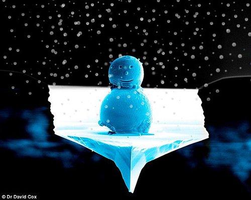 科学家造出世上最小雪人 仅头发丝五分之一宽