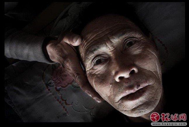 最真实的_他用自己的一生,拍下香港最真实的一面,看过的人都哭了