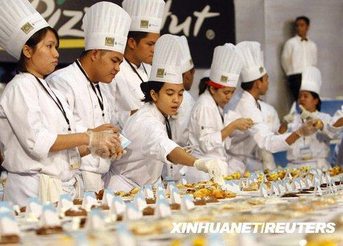 菲律宾厨师制作5000份点心欲刷新吉尼斯纪录
