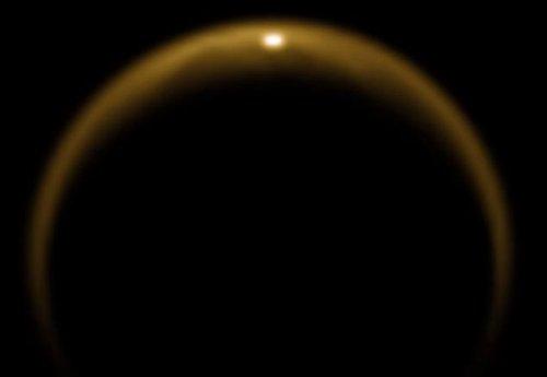 美国公布最新图片证实土卫六表面有液态湖泊