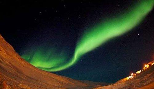 科学家首次捕捉到北极光碰撞爆炸的壮观场面
