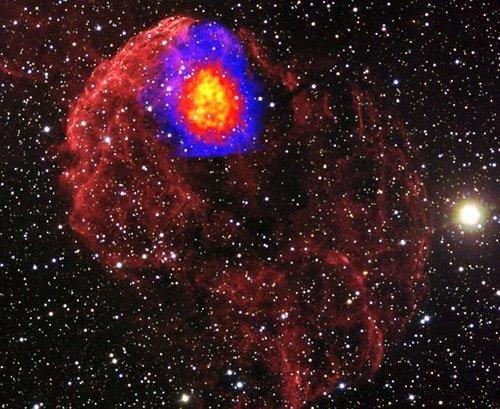 科学家发现奇特火球状星云 温度是太阳1万倍