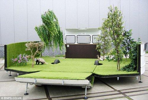 艺术家将大篷车改造成移动花园 可容纳15人