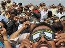印度民众集体看日环食