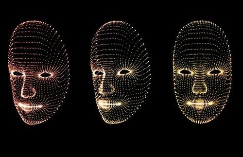 """""""机械荧火虫""""在空中呈现壮观3D人脸(图)"""