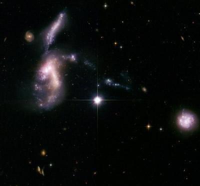 """天文学家发现""""侏罗纪时期""""奇特合并星系"""