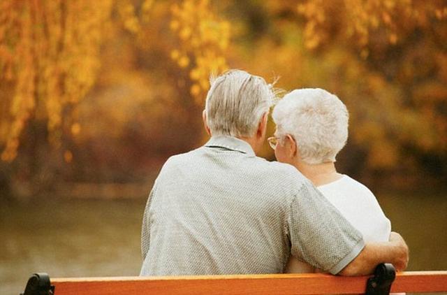 研究表明丧偶女性身体更健康 生活更轻松