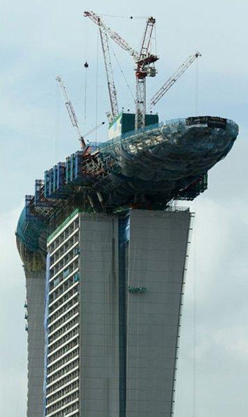 (薛亮)  滨海湾金沙娱乐城建成后将高达200多米,其中有250间豪华客房