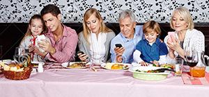 即使在家,手机也是最受欢迎的那块屏幕