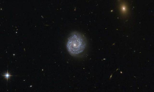 最新观测神秘黑洞喷射物质与观测光谱不匹配