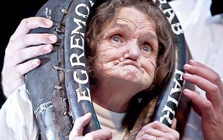 """英老太成为首位吉尼斯纪录""""世界最丑女"""""""