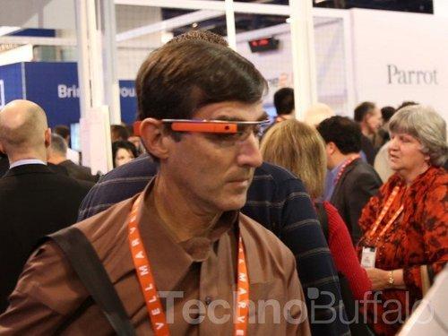 谷歌眼镜现身酒吧引嘘声 高科技产品或过于惹眼